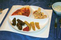 Meze Var. 1 (Fleischbällchen, Tintenfische, Gurkensalat)