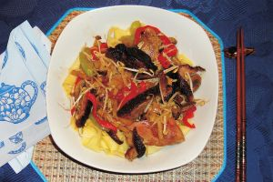 Ente Chow-Mein (Gebratene Nudeln mit Entenfleisch)